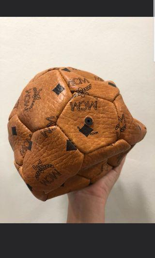 🚚 MCM Football