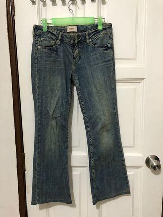 "Levi's signature jeans. 26"". The jeans has been altered the length for 5'3"" height but never wear out before"