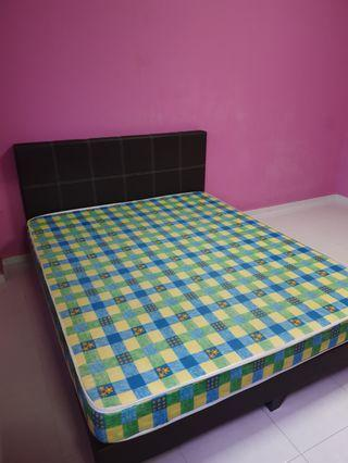 🚚 Queen Size Bed Frame with mattress