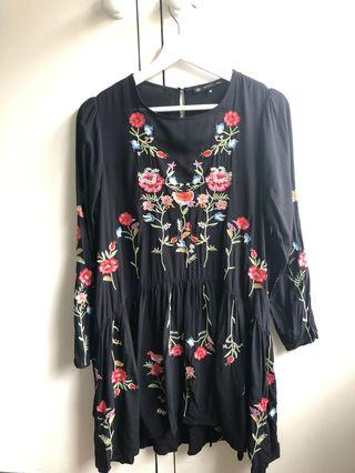 Black embroidered floral dress - size S
