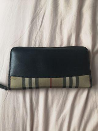 🚚 Burberry checkered long wallet