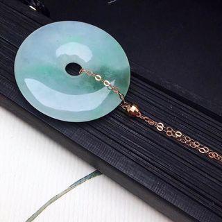 飄綠平安扣吊墜,18K金鍊金珠,顏色清爽,天然翡翠A玉。佩戴精美, 直徑24.7mm , $1398 ,買到賺到。