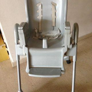 High Chair (with a removable table)