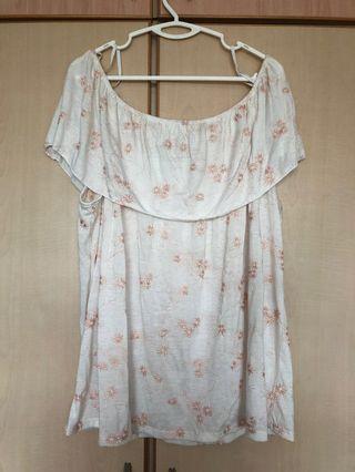 🚚 Off shoulder white floral Top