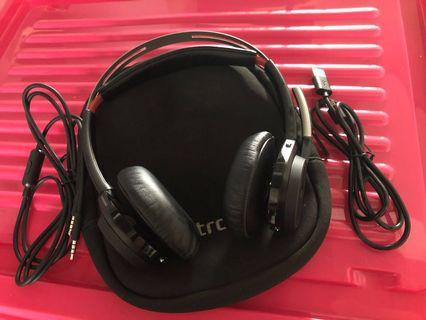 Plantronics Voyager Focus headset