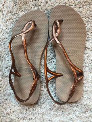 Havaianas Women Sandals - Black or Rose Gold (Size 7-8 M US)