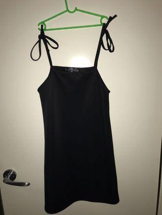 Shoulder tie up dress
