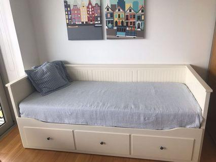 🚚 Extendable IKEA Hemnes daybed Single to King size