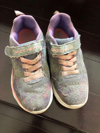 Sepatu anak Skechers size eur32/ US 22