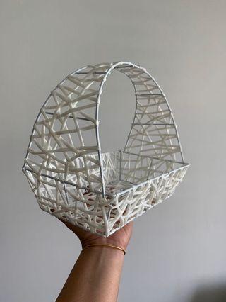 🚚 White Baskets