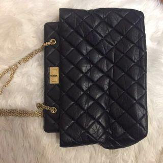 🚚 Authentic Chanel seasonal handbag