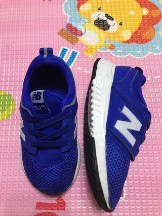 New balance 藍色波鞋(9 成新)(小童US 6 號)