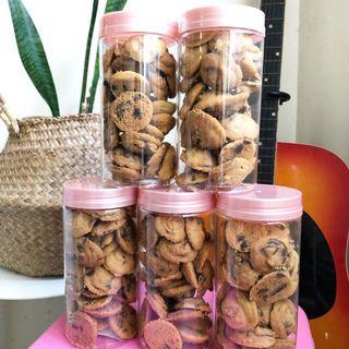Crunchy Choc Chip Cookies