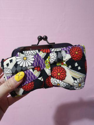 🚚 Floral bow clip on pouch