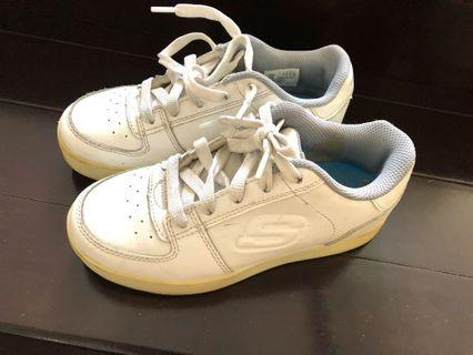Sepatu anak Skechers ada lampu