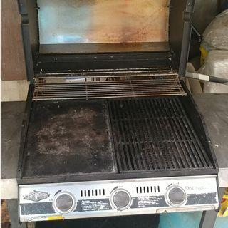 Gas BBQ Grill 3-burner Beefeater Made in Australia