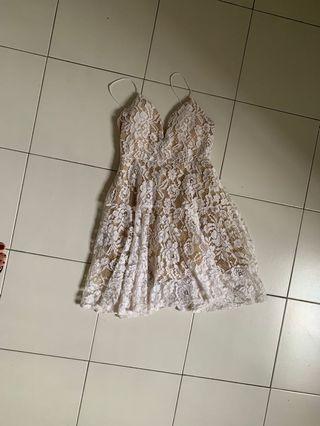 🚚 White lace