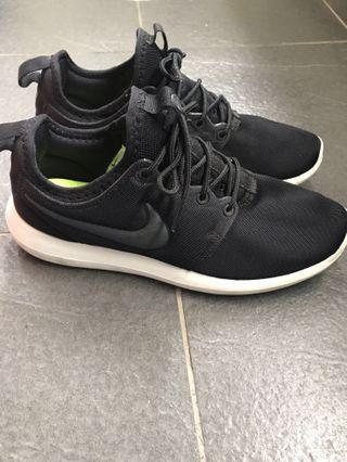 Nike rosherun 24.5
