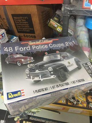 revell 48 Ford Police Coupe 2 in 1