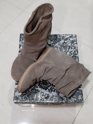 🚚 Used boots from Rome