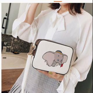 🚚 🐣現貨🐣❤佳比雜貨❤白款-小飛象小方包斜背側背包