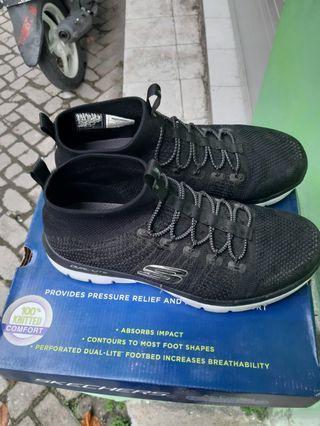 Sepatu sneakers,buat harian, olah-raga,jogging,lari juga bisa