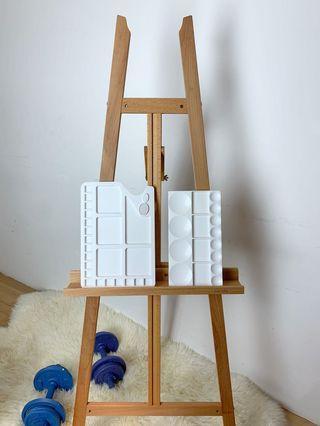 🚚 Wooden Easel