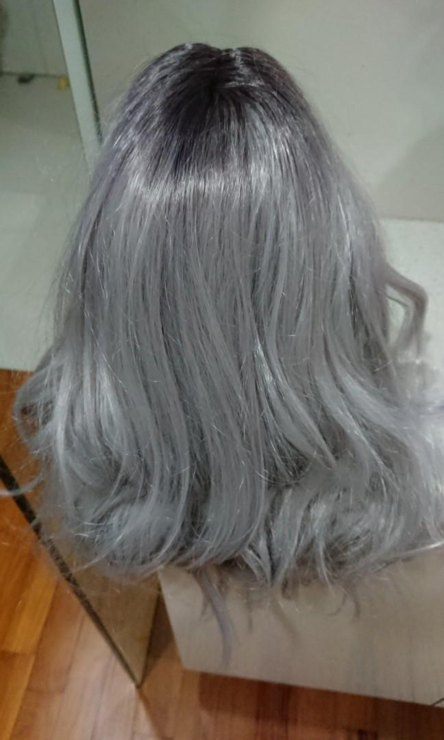 Ash grey silver platinum wavy shoulder length synthetic naturalistic wig
