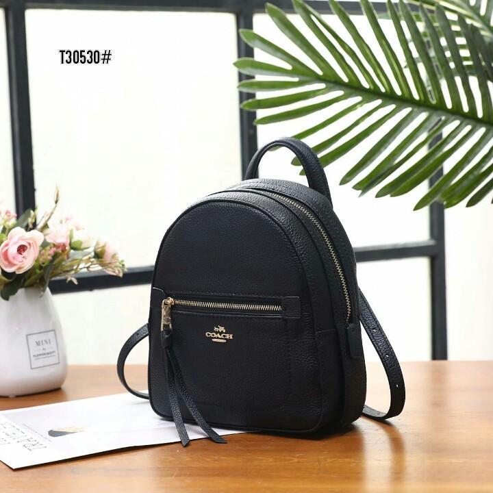 Coach Andi Backpack T30530#  H 930rb  Bahan kulit (pebbled leather) Dalaman kain tebal Kwalitas High Premium AAA Ransel uk 19x9x23cm Berat 1 kg  Warna : -Beige -Black -Pink