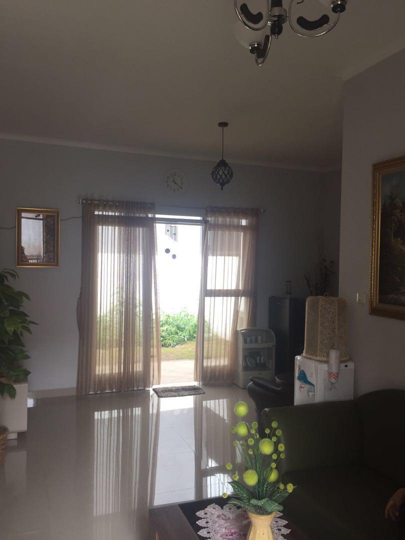 Di kontrakkan Rumah kondisi masih baru di perum puri melia garden (PMG) Jl. Kolmas cimahi Bandung Jabar