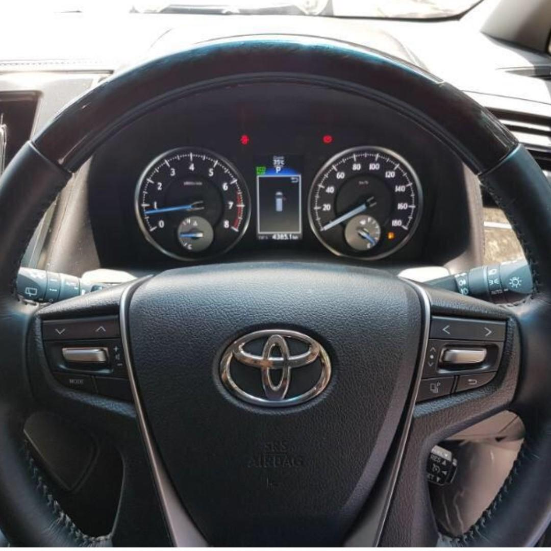 FOR RENT TOYOTA VELLFIRE 2.5ZG PILOT SEAT AND SUNROOF