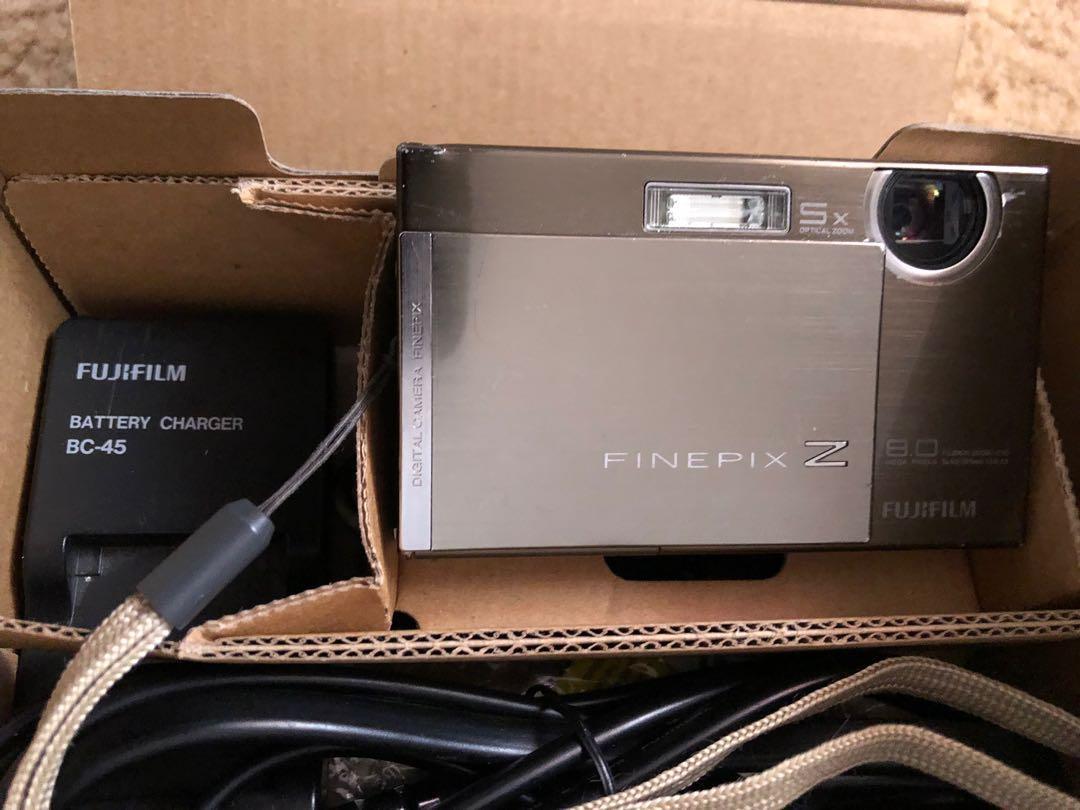 FUJIFILM FinePix Z100fd 8.0 MP 5X Optical Zoom Digital Camera (Satin Silver)