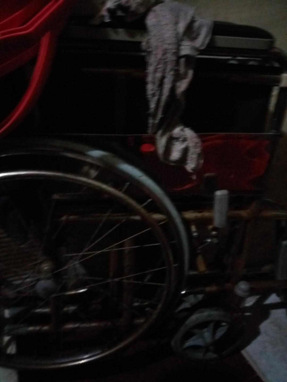 Kursi lipat bekas kondisi normal agak karat