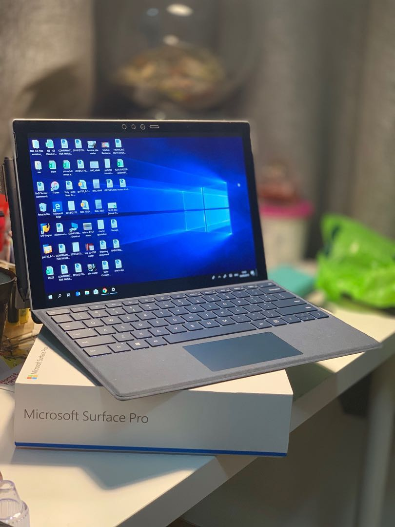 Microsoft Surface Pro 5 (i5-7300U, 8gb RAM, 256GB SSD)