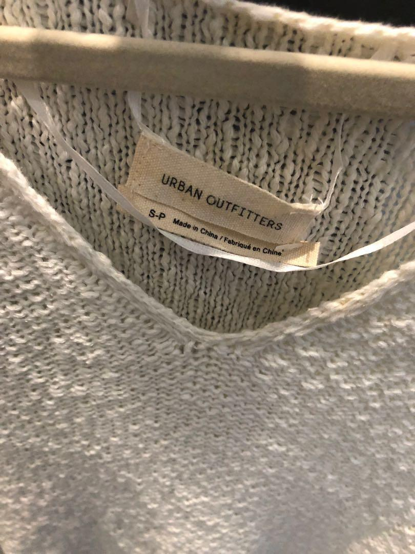Urban outfitters ivory knit v neck sweater - size S