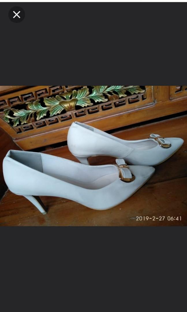 Vincci Cream heels shoes