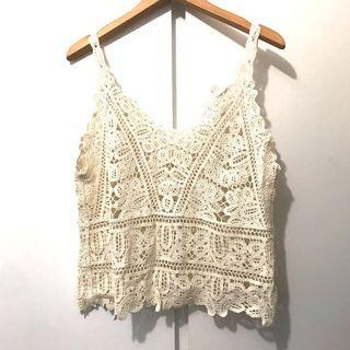 白色通花背心 White lace top fit M size