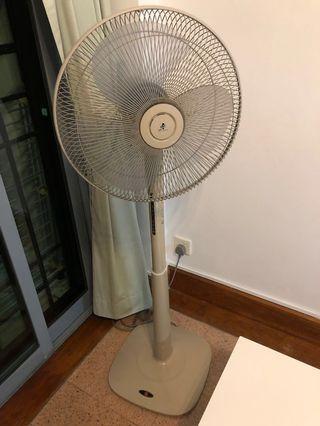 🚚 KDK Stand Fan