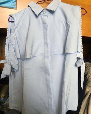 99%新!淡灰藍色氣質垂感小花邊露肩露膊斯文裇衫襯衣