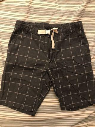 🚚 日本品牌rehacer 西裝革紋短褲 S碼