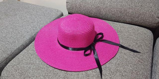 🚚 Pink Beach Hat