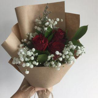 [Gorgeous af.] <out of stock> 3 red roses with baby's breath