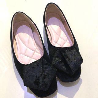 Symbolize flat shoes black