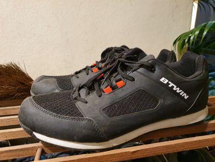 BTwin MTB clipless shoe.