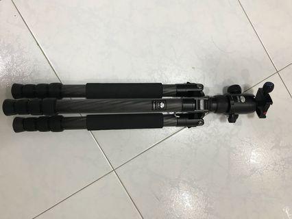 🚚 Sirui T-2204X carbon fiber tripod with G-20 ballhead