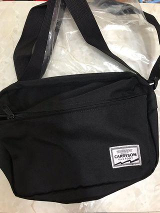 (代友)9成新實用袋 黑色揹袋