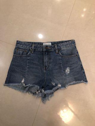 A字壓線短褲