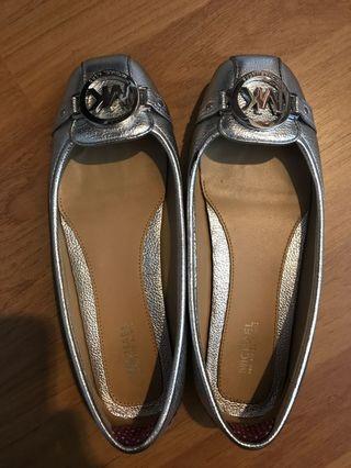 MICHAEL KORS silver pumps for sale!