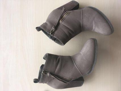 Aldo boots Size 7.5