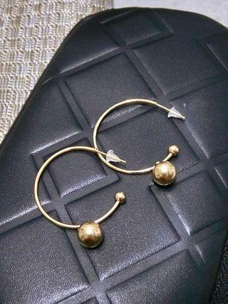 🚚 小金球C型圈耳環